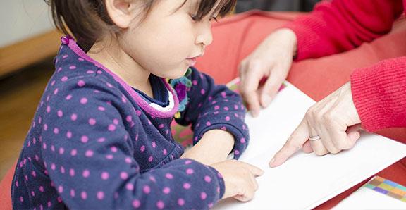 リトカの知育では、2歳くらいから読み物をはじめるのがベストだと考えます